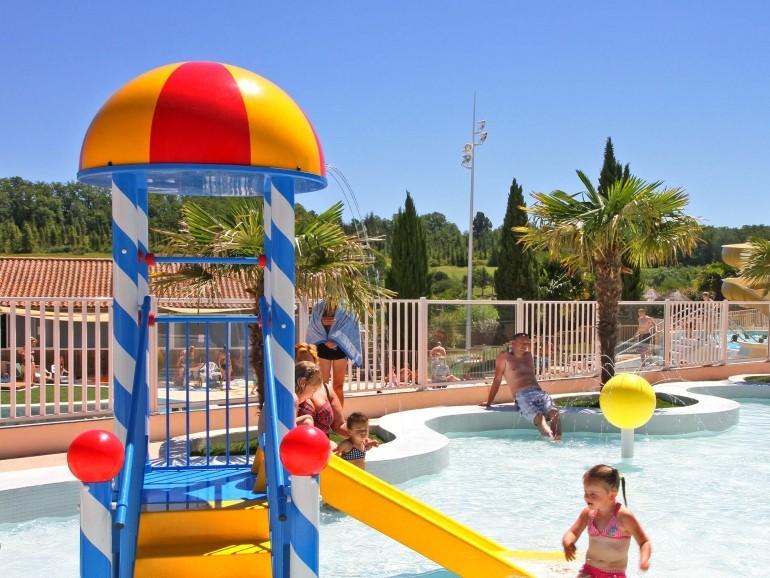 Camping le lac des 3 vall es yelloh village in lectoure - Camping dordogne avec piscine et lac ...
