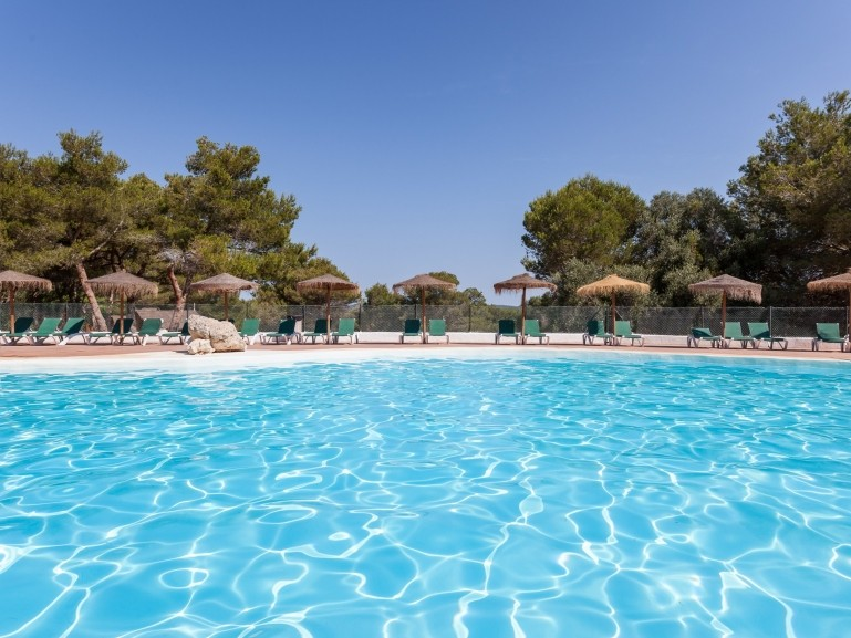 Discover the swimming pool of the camping les bal ares - Campgrounds in ohio with swimming pools ...