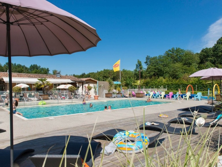 Yelloh en champagne village bathing area - Campgrounds in ohio with swimming pools ...