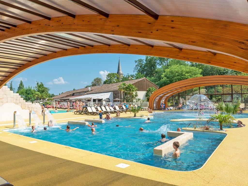 D couvrez l espace aquatique du yelloh village ch teau de for Village vacances avec piscine couverte