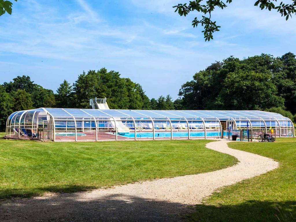 Les d lices aquatiques du camping ch teau la for t parc for Marchand de piscine