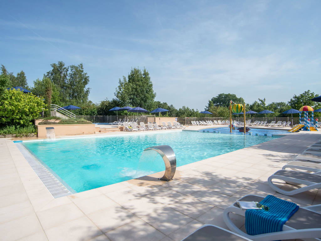 Discover the aquatic park at the yelloh village la grange - Campgrounds in ohio with swimming pools ...