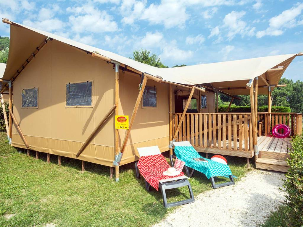 Tente glamping 5 personnes 2 chambres 1 salle de bain for Tente 4 personnes 2 chambres