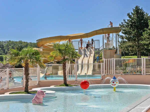 Camping le lac des 3 vall es yelloh village lectoure for Camping lac aiguebelette avec piscine