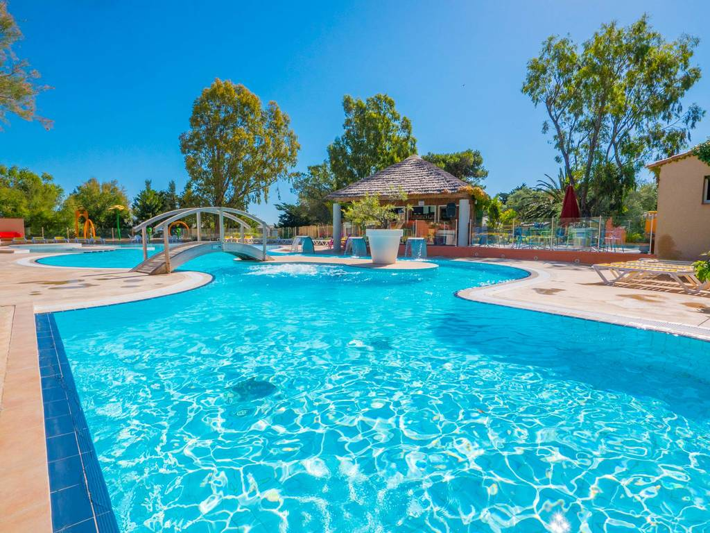 Camping le pre catalan schwimmbad for Marchand de piscine