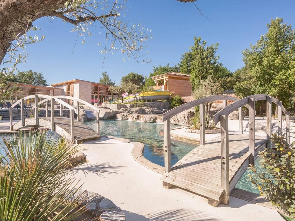 Le soleil vivarais camping con zona de ba o for Camping con piscina cubierta