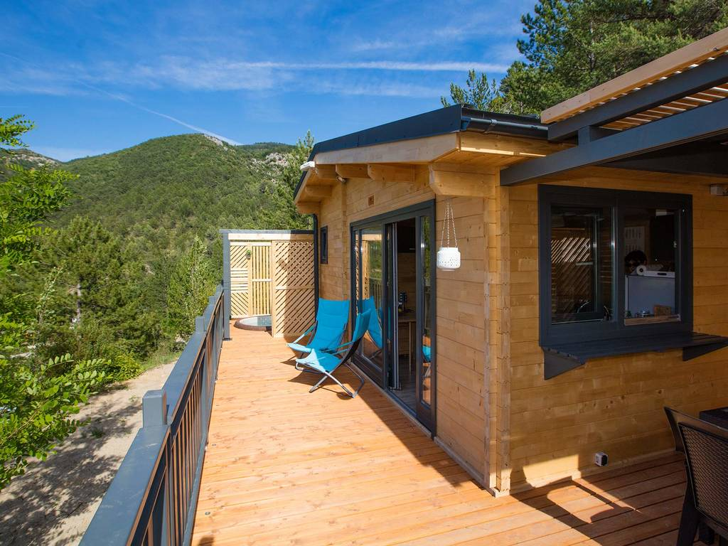 chalet 4 people 2 bedrooms 1 bathroom air conditioned premium with spa nyons premium area. Black Bedroom Furniture Sets. Home Design Ideas