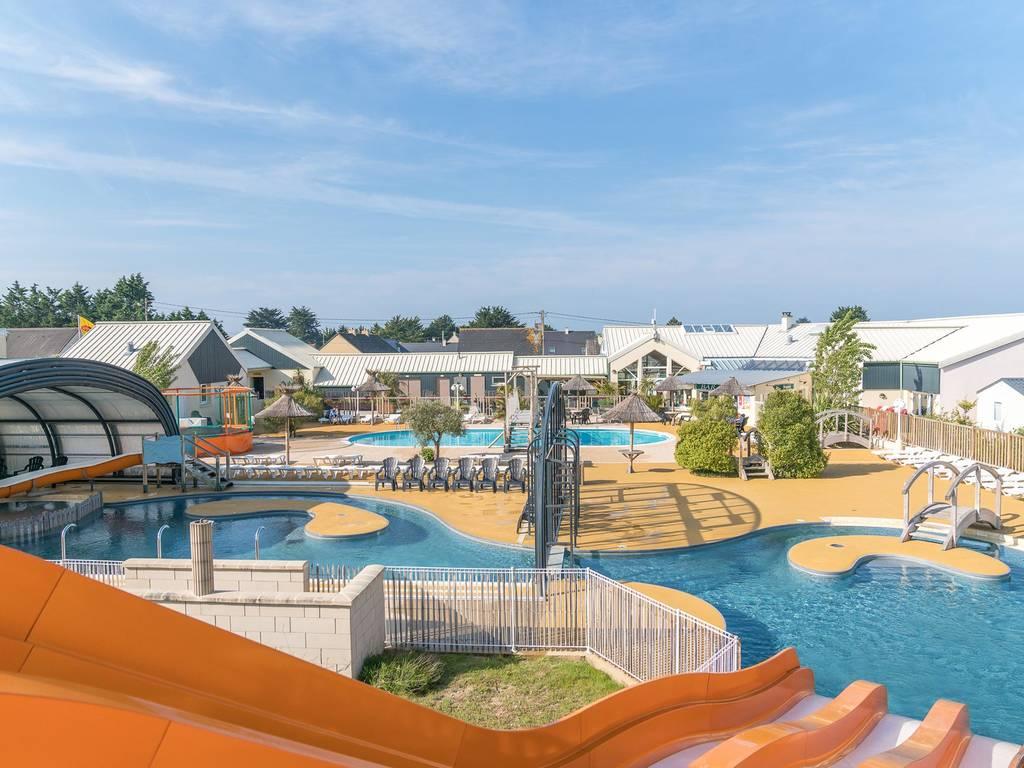 Camping village de vacances les vikings espace baignade for Centre de vacances avec piscine couverte