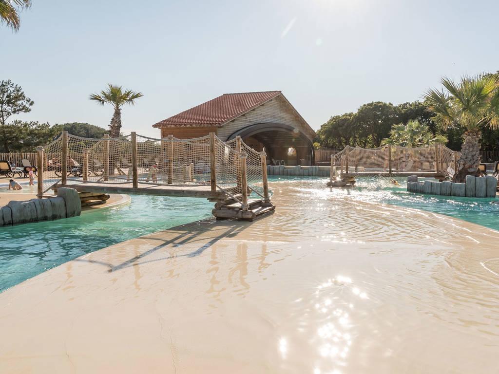 Captivating In Unserem Großen Erlebnisbad Mit Rutschen Und überdachtem Und Beheiztem  Schwimmbad Kann Man Auch Ein Unvergessliches Badevergnügen Erleben!