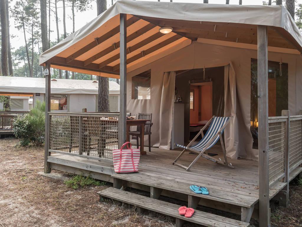 Tente lodge 4 personnes 2 chambres contis quartier pin de for Tente 4 personnes 2 chambres