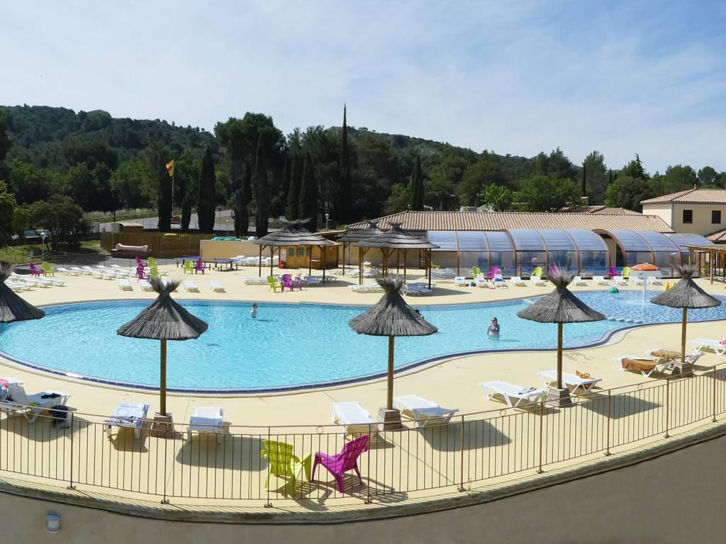 L espace baignade du yelloh village luberon parc for Marchand de piscine