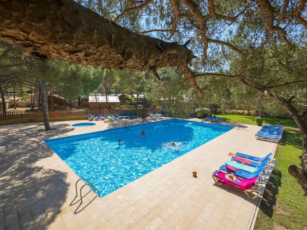 D couvrez la piscine du camping punta mil et la plage 850m for Piscine du port marchand