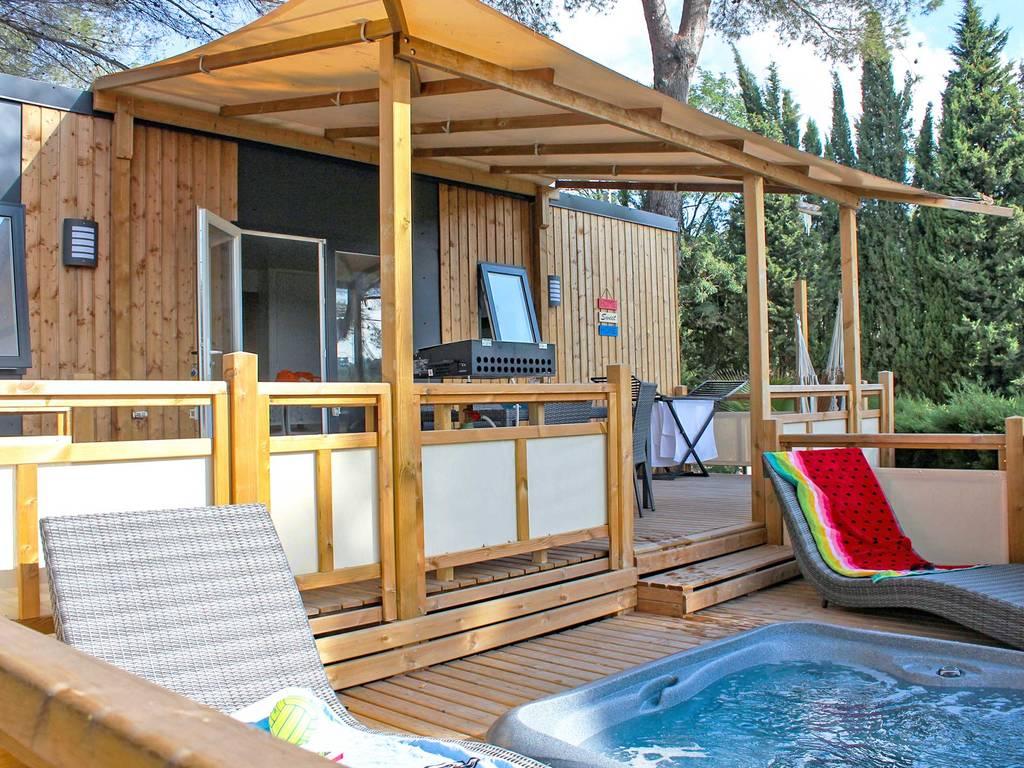Mobilhome panoramique 4 personnes 2 chambres 2 salles de bain climatis e premium avec jacuzzi - La table du village auribeau sur siagne ...