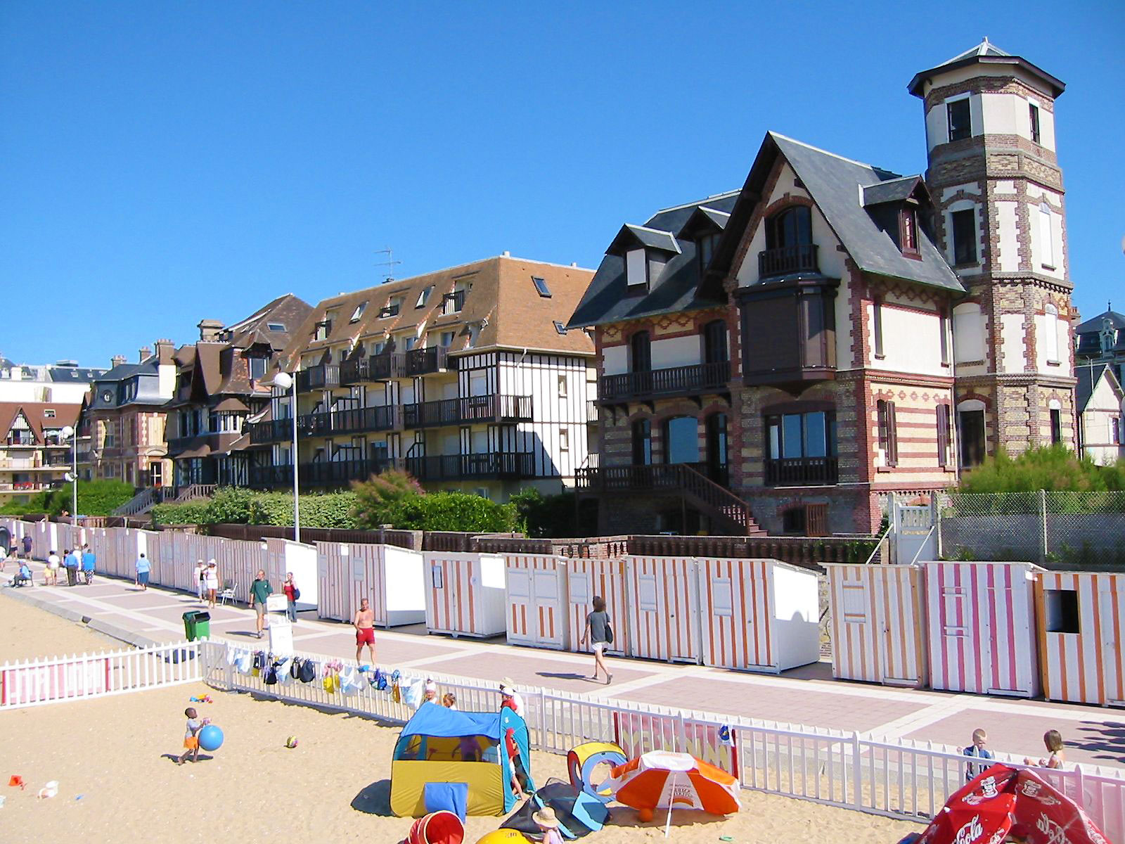 Camping cabourg location d 39 h bergement en camping yelloh for Camping cabourg piscine