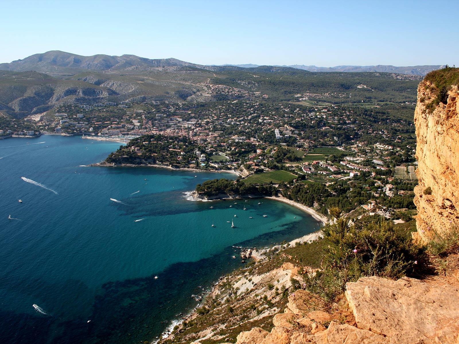Camping cassis location camping cassis avec yelloh village for Camping cassis avec piscine