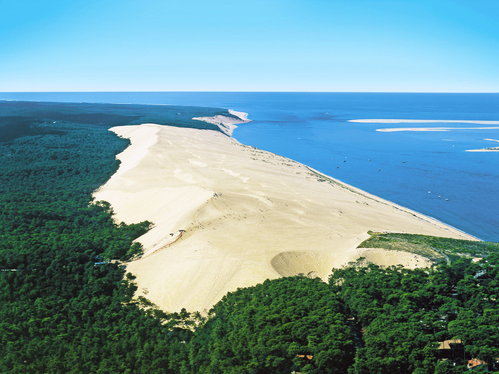 Camping pyla sur mer with yelloh village for Camping a arcachon avec piscine