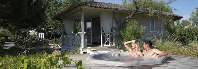 Glamping avec bain à remous (jacuzzi)