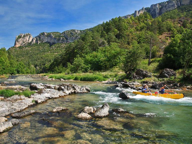 Places to visit close to the camping nature et rivi re loz re for Camping gorges du tarn piscine